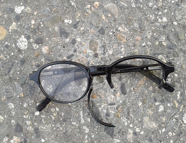 eyeglasses-spectacles-sight-broken-glasses-free-im-1811